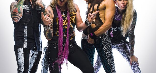 ALTER BRIDGE/SLASH Singer MYLES KENNEDY Performs AC/DC Classic With STEEL PANTHER (Video)