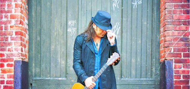 STRYPER Frontman MICHAEL SWEET: Trailer For 'Sole: Songs And Stories From A Life In Music' Solo DVD