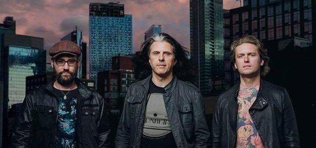 TESTAMENT Guitarist's ALEX SKOLNICK TRIO To Release 'Conundrum' Album In September