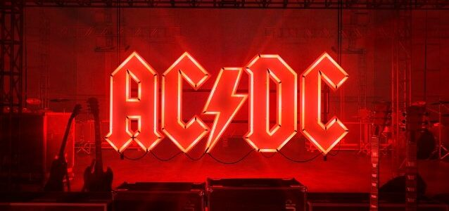 AC/DC's ANGUS YOUNG: Why I Chose Not To Include MALCOLM YOUNG's Guitar Tracks On 'Power Up' Album